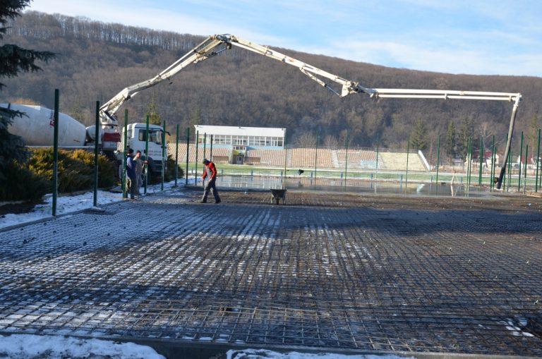 Триває будівництво багатофункціонального спортивного майданчика