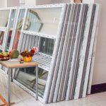 У школах Чорткова продовжують встановлювати нові металопластикові вікна